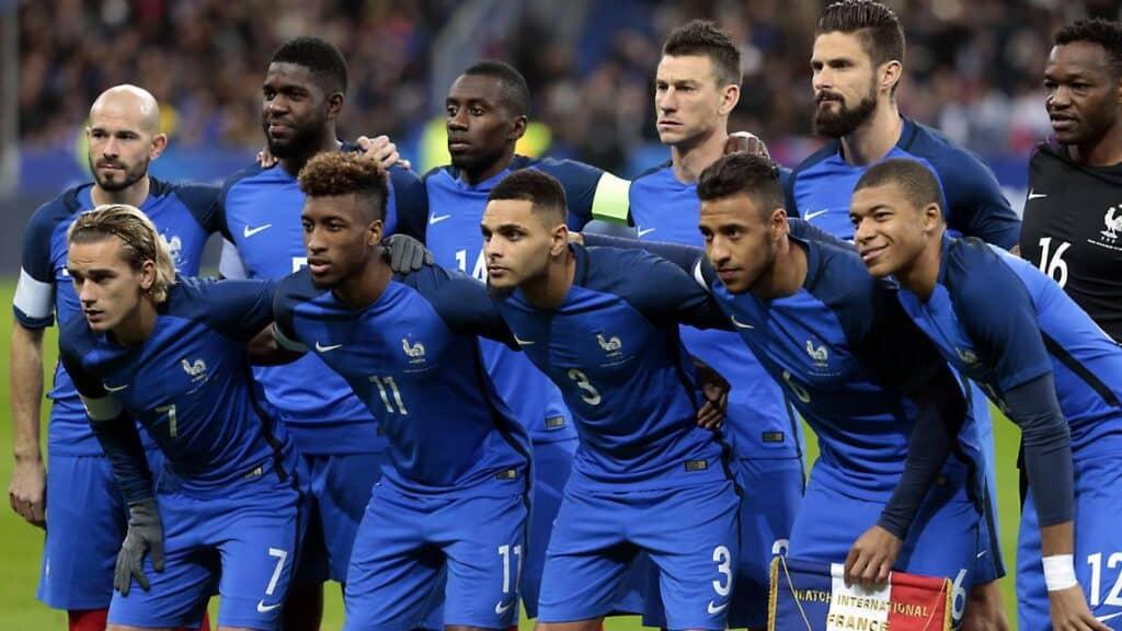 Football : pourquoi le nombre de joueurs est-il de onze par équipe ?