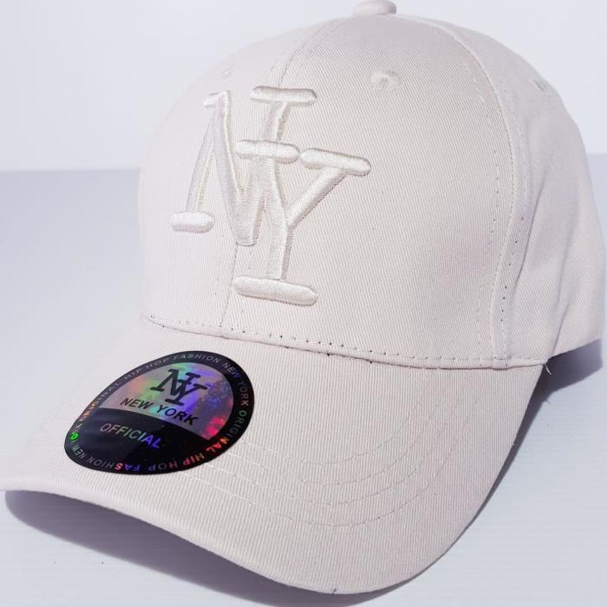 Une casquette de baseball de la marque NY
